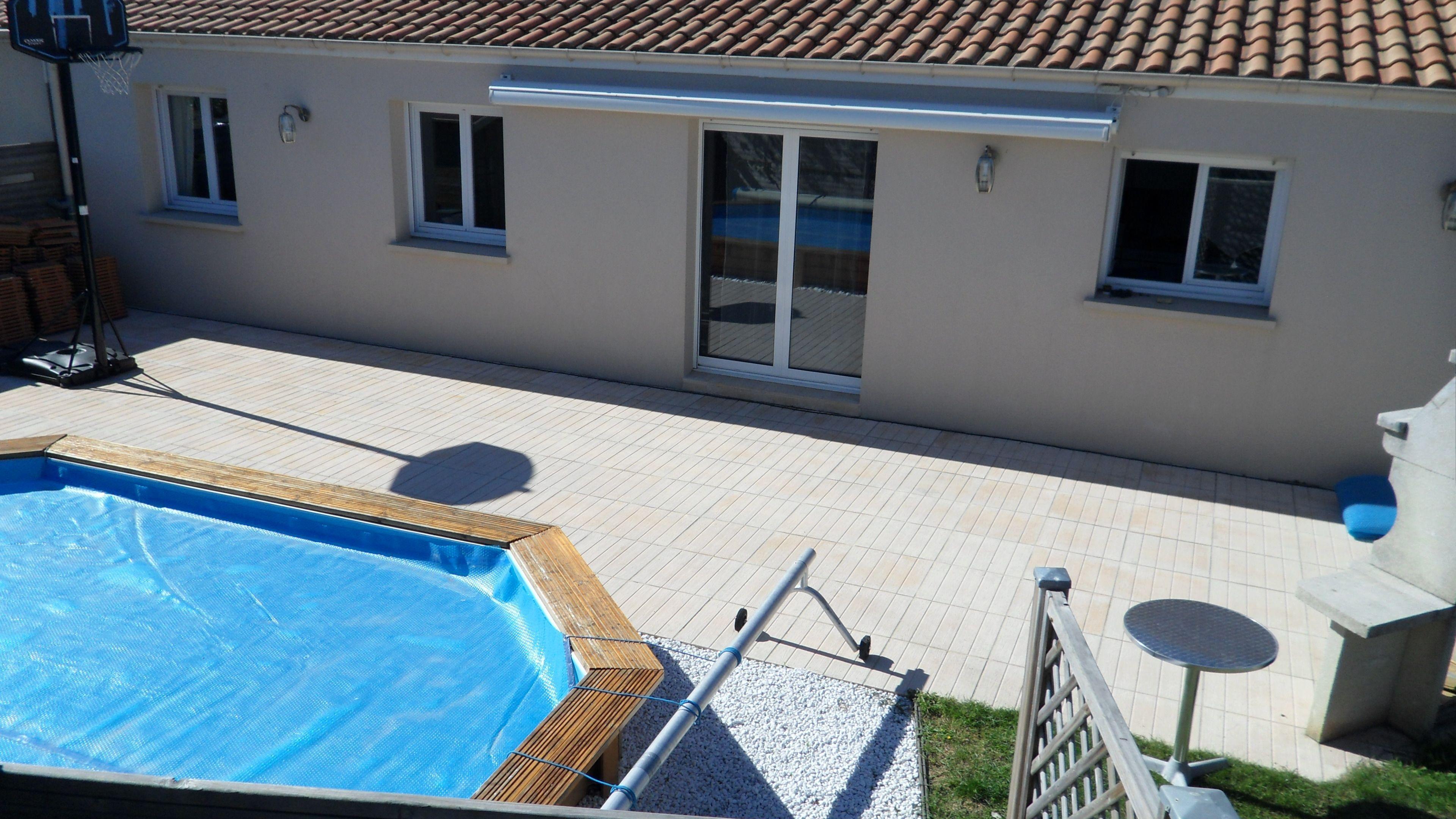 Maison avec piscine for Prix piscine carrelee